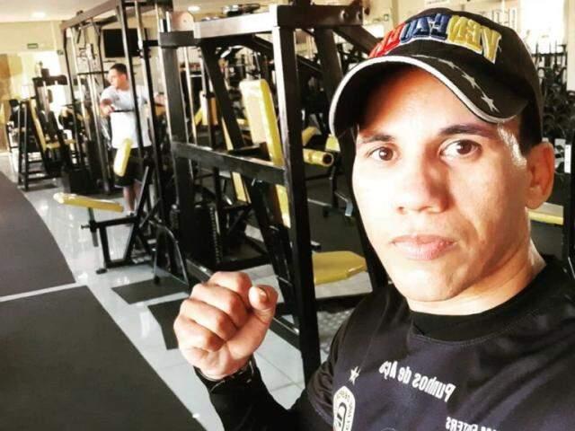 """Luís Cláudio """"Punhos de Aço"""" é o principal nome do boxe sul-mato-grossense (Foto: Arquivo pessoal)"""