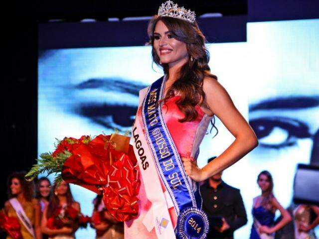 Érika durante o concurso regional, já com a faixa de Miss MS. (Foto: Marcos Ermínio)
