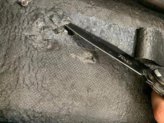 Cocaína estava escondida nas bordas e fundos da mala. (Foto: Divulgação/PF)