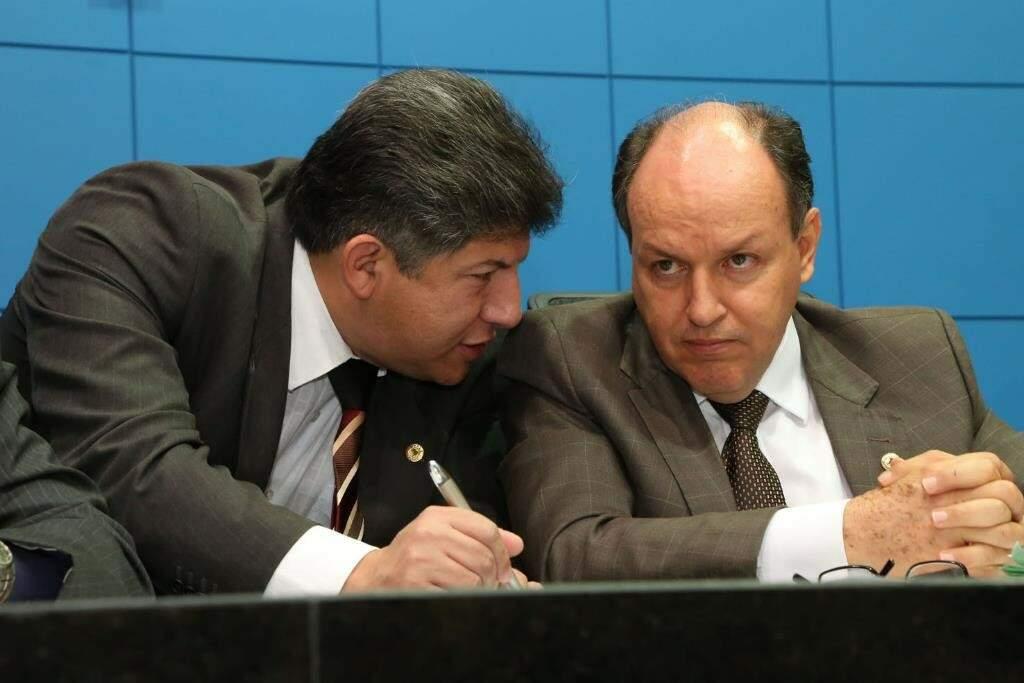 Deputados Lídio Lopes, proponente do evento e o presidente da Assembleia, Junior Mochi (Foto: Victor Chileno/ALMS)