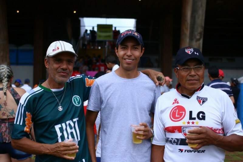 Lucídio vai com filho e cunhado para assistir jogo no Morenão (Foto: André Bittar)