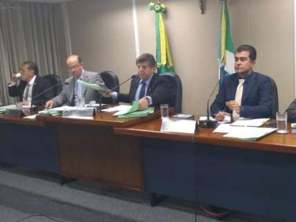 Depois de portaria do MP, deputados retiram emenda sobre investigação