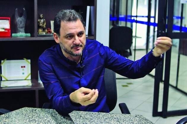 O prefeito de Costa Rica, Waldelí dos Santos Rosa, termina o alto com aprovação de 91% (Foto: Wanderson Lara/Divulgação)