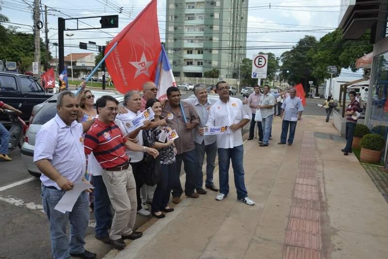 Candidatos derrotados pedem voto na Afonso Pena, no segundo turno para prefeito.