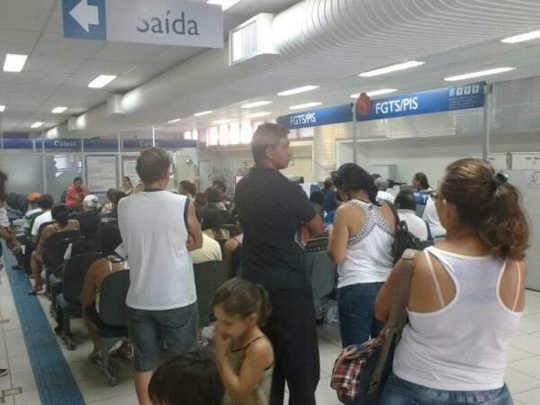 Para não enfrentar fila no dia que o saque do FGTS for liberado, opção é fazer conta poupança.(Foto: Alberto Dias)