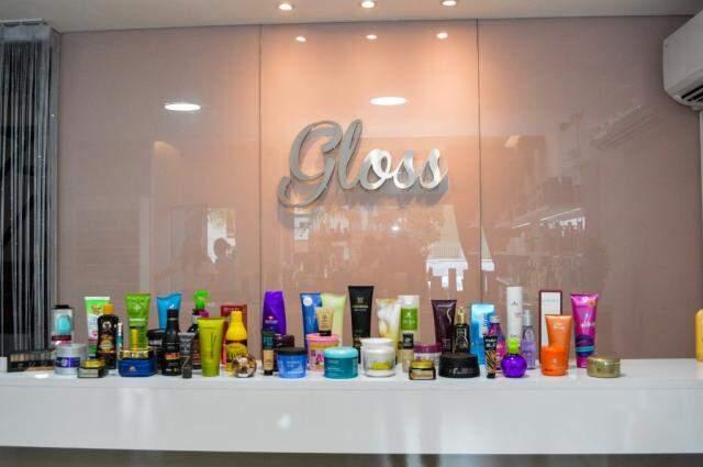 Gloss Cosmetics é endereço dos cosméticos na galeria.