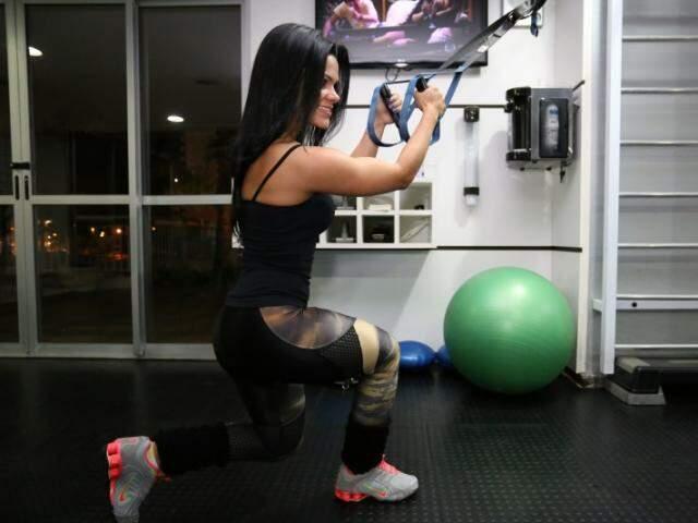 Com 1,57m de altura e 52 kg, a parte do corpo que a fisioterapeuta mais gosta é o bumbum.