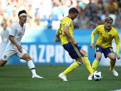 Suécia vence Coréia com gol de pênalti em partida marcada por faltas