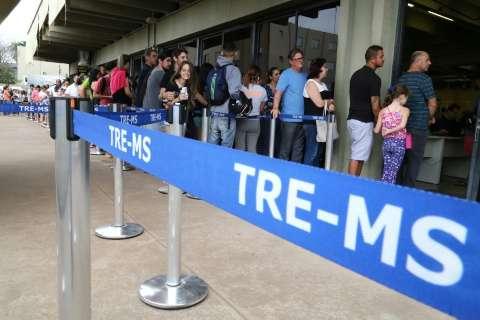 Com fila na calçada, procura por biometria surpreende neste domingo