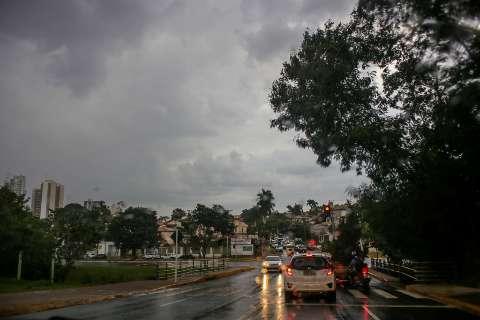 Depois de uma semana, cheiro de chuva toma conta de Campo Grande