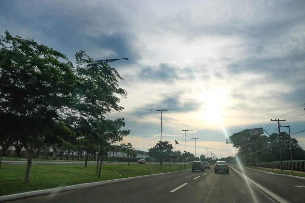 Dia amanheceu parcialmente nublado na Capital e máxima prevista é de 31 graus neste domingo (Marcos Maluf)
