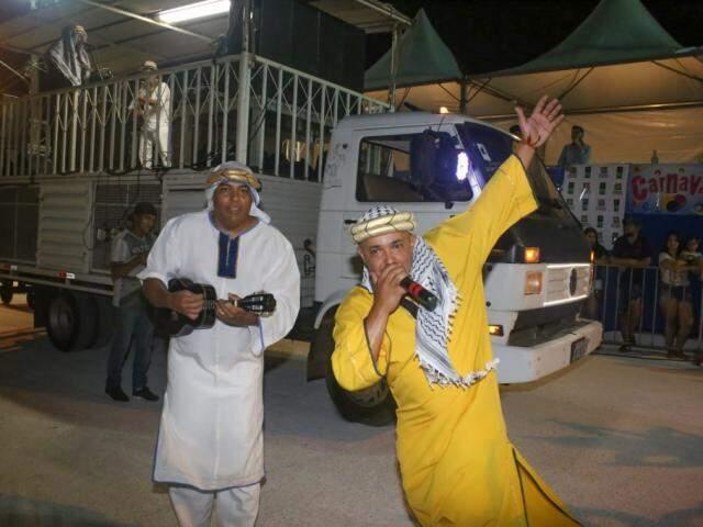 Puxadores do samba também foram a caráter (Foto: Paulo Francis)