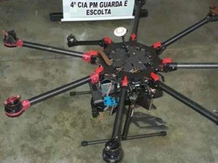 Polícia Militar derruba a tiros drone com sacola próximo a penitenciária