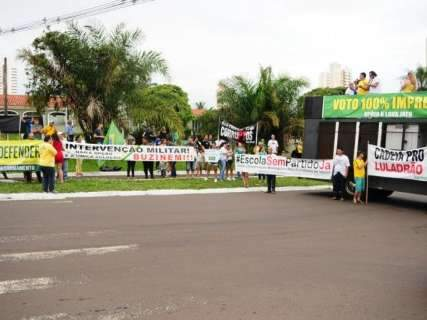 Protesto que pede retorno do voto impresso reúne 200 pessoas na Capital