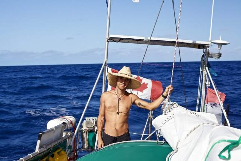 Tassio em alto-mar com bom tempo, no ano de 2013. (Foto: Claudia Couture)