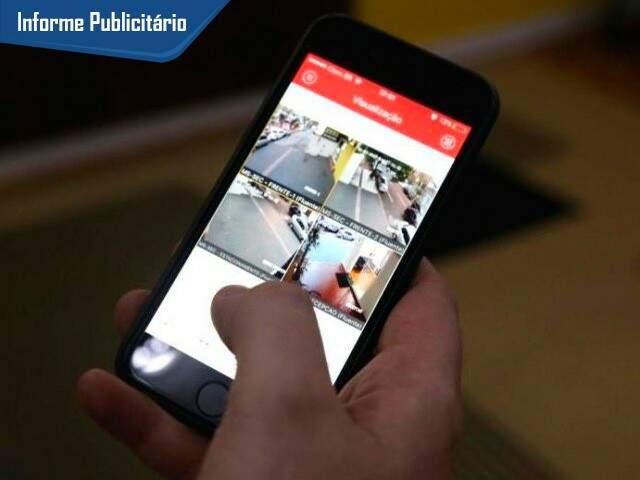 O cliente pode monitorar qualquer patrimônio pelo celular.  (Foto: Alcides Neto)