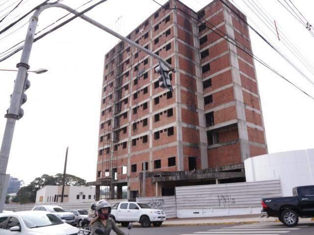 Prédio abandonado na 26 de agosto foi um dos que a prefeitura chegou a considerar. (Foto: Kísie Ainoã)