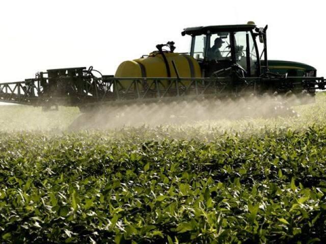 O PL estabelece que pesticidas possam ser liberados pelo Ministério da Agricultura mesmo que Ibama e Anvisa não tenham concluído suas análises. (Foto: MST/Reprodução)