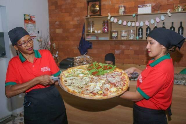 Lugar é perfeito para reunir a família inteira e dividir uma pizza de 20 fatias. - Foto: Paulo Francis