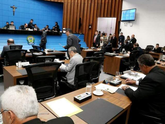 Deputados estaduais durante sessão (Foto: Victor Chileno/ALMS)