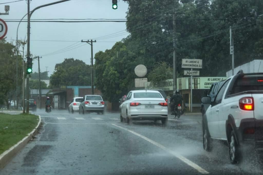 Em Campo Grande choveu no início da tarde desta segunda-feira (Foto: Marcos Maluf)