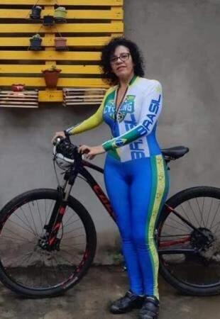 História da gaúcha que se apaixonou por Mato Grosso do Sul de tanto pedalar por estradas pantaneiras começou com um presente. (Foto: Arquivo Pessoal)