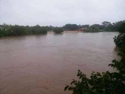 Rio Miranda entra em situação de emergência e nível subiu 12 cm em 24h