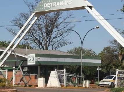 Após 2 dias sem emitir CNH, Detran anuncia normalização a partir das 12h