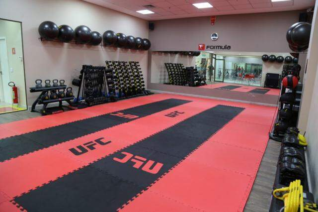 Sala de Muay Thai, com padrão UFC.