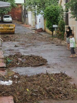 Estragos causados pela chuva na Travessa Junin (Foto: Marcos Ermínio)