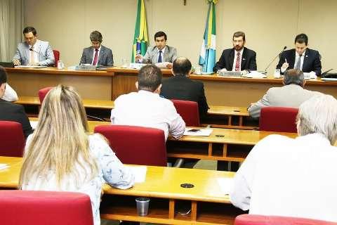 Comissão aprova abono salarial aos servidores estaduais até 2018