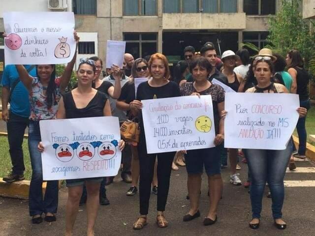 Em 30 de janeiro, quando foi divulgado resultado da 1ª fase do concurso, candidatos fizeram protesto. (Foto: Guilherme Henri/Arquivo)