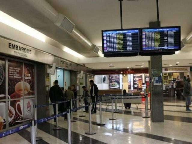 Passageiros devem ficar atento aos horários dos voos no término do horário de verão (Foto: Henrique Kawaminami/Arquivo)
