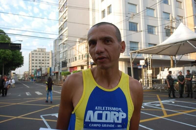 Nelício, 38 anos participa da corrida há 18 anos (Foto: Simão Nogueira)