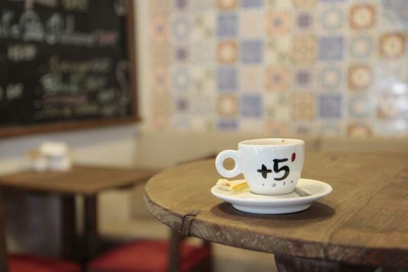 Entre as listas de café estão o tradicional cappuccino, espresso carioca, muddy, feito de sorvete de creme e o café com tequila.