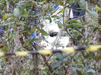 Seis horas após acidente, corpos são retirados de avião com desencarcerador