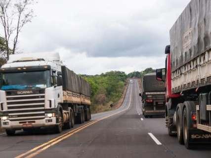 Em MS, 45% dos caminhoneiros com jornada de 16 horas dirigem drogados