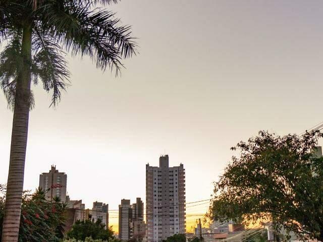 Em Campo Grande, a temperatura máxima poderá chegar aos 30°C nesta segunda-feira. (Foto: Henrique Kawaminami)