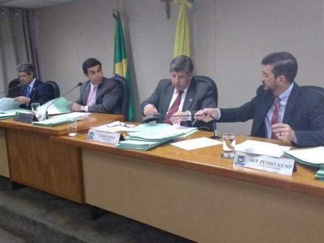 Da esquerda à direita, deputados Rinaldo Modesto, Beto Pereira, ambos do PSDB, Lídio Lopes, PEN, e Pedro Kemp, PT. (Foto: Leonardo Rocha).