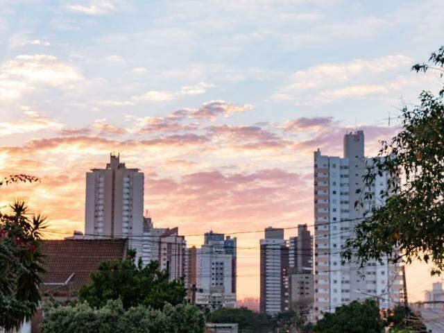 Campo Grande no início da manhã desta quinta-feira (20). (Foto: Henrique Kawaminami)