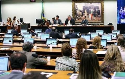 Com votos de Marun e Elizeu, CCJ rejeita denúncia contra Michel Temer