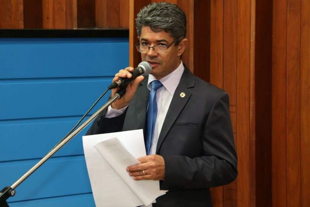 Deputado Rinaldo Modesto comentou sobre afastamento de Aécio (Foto: Victor Chileno/ALMS)