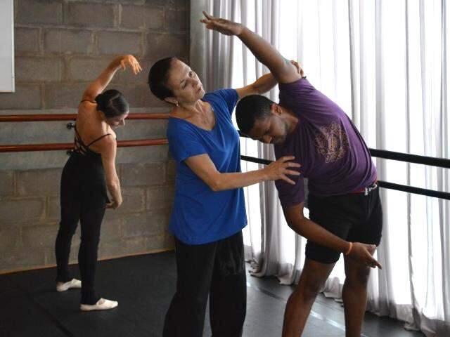 Mayra durante aulas de balé clássico em Campo Grande.