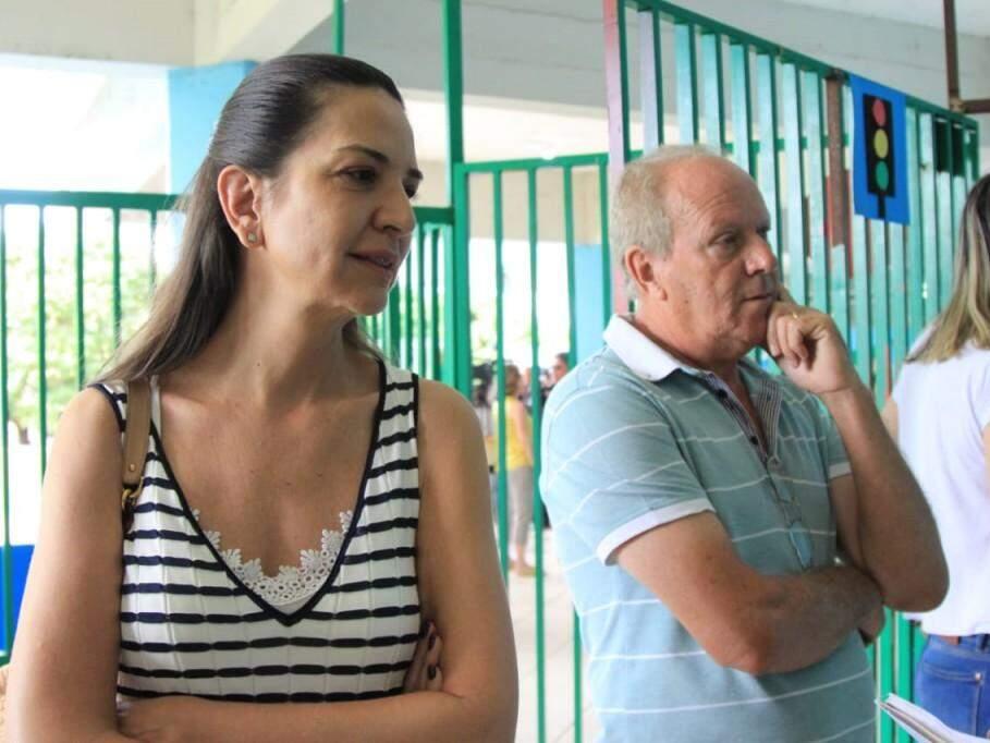 Olga e Gilberto aguardam na fila para votar na escola. (Foto: Marina Pacheco).