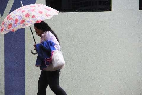 Chuva permanece no Estado e temperaturas são mais amenas nesta terça-feira
