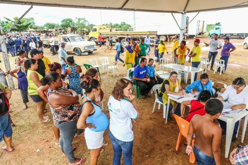 Operação para retirada de famílias entrou no terceiro dia. (Foto: Fernando Antunes)