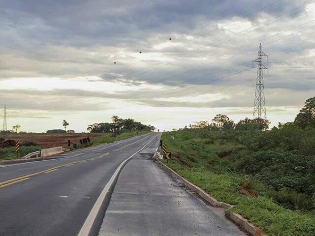 Trecho que dá acesso a ponta e que está interditado. (Foto: Divulgação Prefeitura)