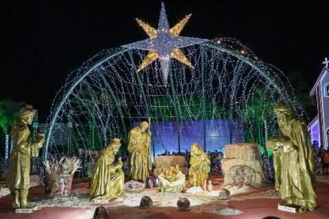 Cidade do Natal abre com brilho, sem fogos e criançada vai ao delírio com Luna