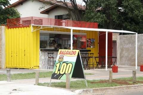 Com 10 mil reais, casal compra container e abre lanchonete em tempo recorde