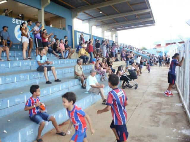 ... e que levou torcedores ao Jacques da Luz na tarde deste domingo. (Fotos: Paulo Francis)